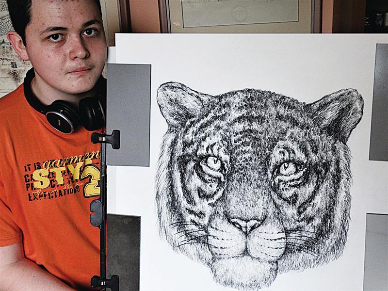兩歲開始畫畫 十七歲少年有大師級畫功