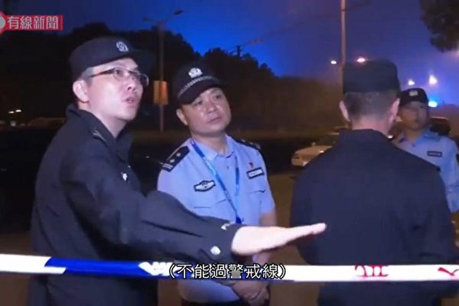 江蘇無錫312國道往上海高架路段10月10日坍塌造成3死,有記者在現場採訪時遭到公安阻撓、暴力相向,無人機也被擊落。(影片截圖)