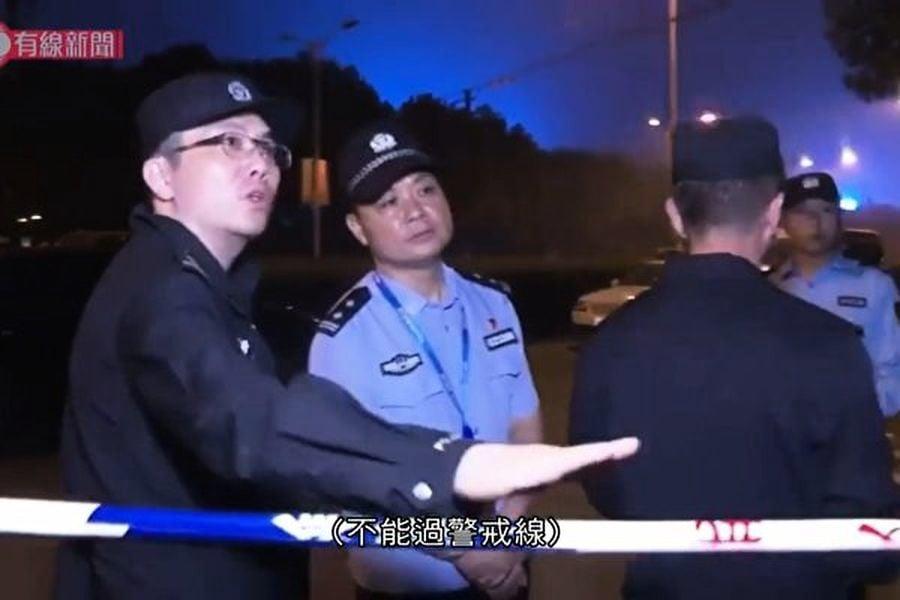 無錫高架橋坍塌 記者採訪被拖到牆角毆打