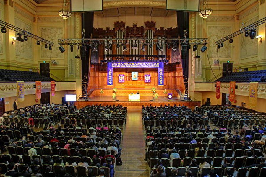 2019年10月13日,逾千名來自澳洲各地以及越南和紐西蘭的法輪功學員在墨爾本市政廳(Melbourne Town Hall)舉行法輪大法心得交流會。(陳明/大紀元)