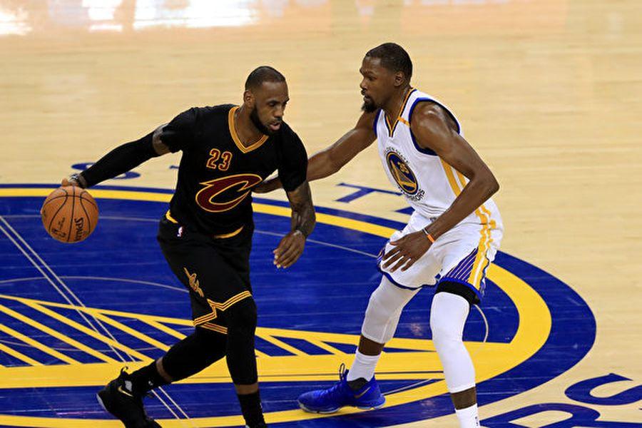 NBA火箭隊總經理莫雷挺港言論遭中共抵制。圖為NBA比賽。(Ronald Martinez/Getty Images)