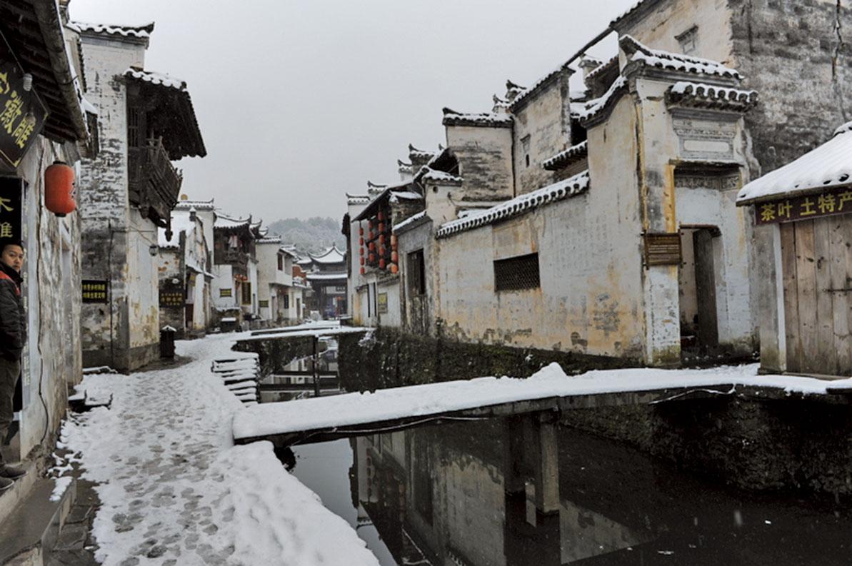 大雪過後,水鄉小鎮有如一幅中國水墨畫。(大紀元資料室)