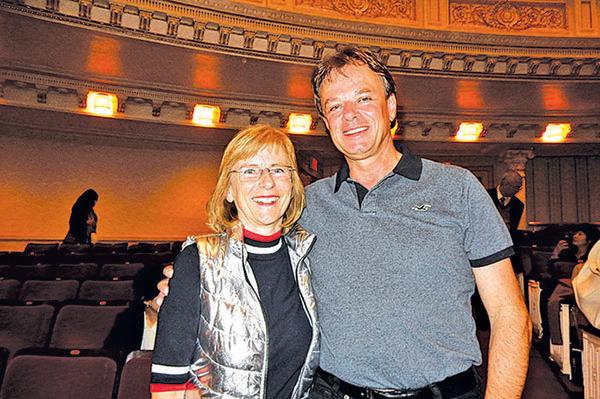 德國鋼琴家埃弗斯和丈夫。(衛泳/大紀元)