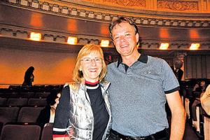德國鋼琴家夫婦聆聽神韻交響樂 感到「人生圓滿了」