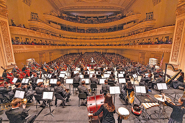 10月12日,神韻交響樂團在紐約卡內基音樂廳的演出現場。(戴兵/大紀元)