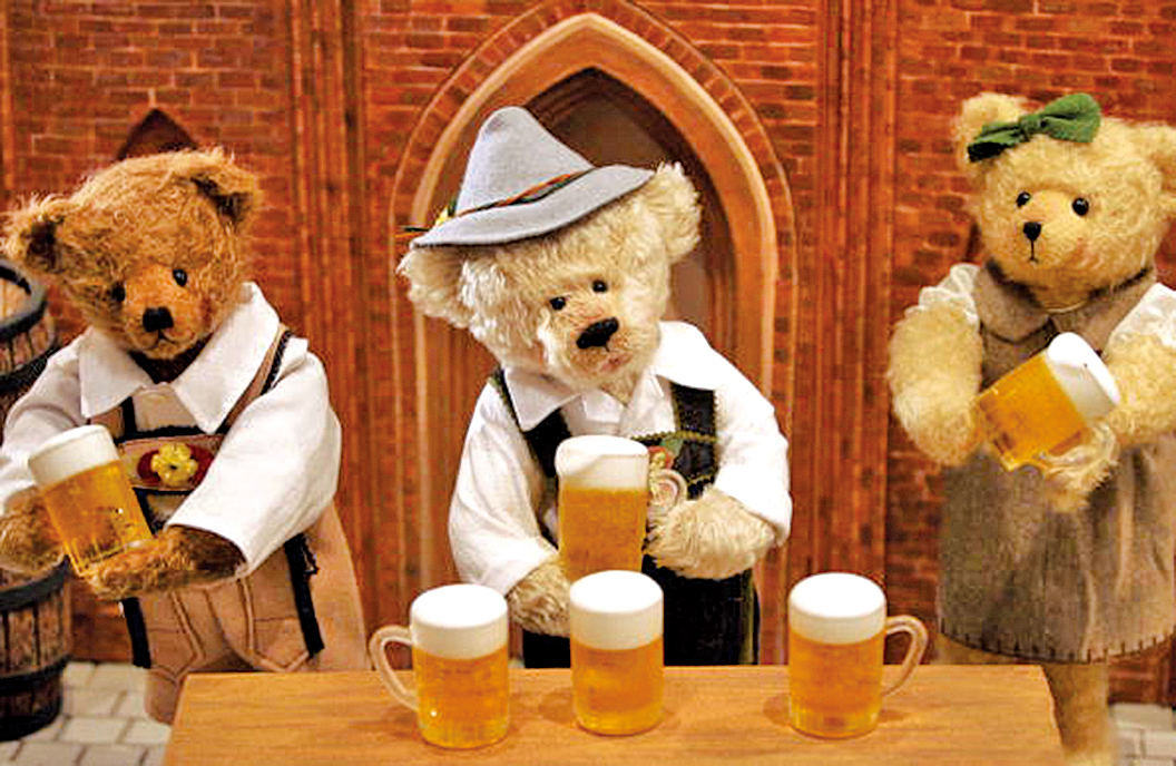 在德國展台的泰迪熊作品。(Chung Sung-Jun/Getty Images)