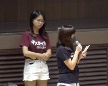10月10日晚,曾被捕的中大女生吳傲雪(Sonia)公開控訴自己在葵涌警署曾遭遇性暴力。(影片截圖)