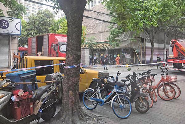上海一4S廠房坍塌 至少21人死傷