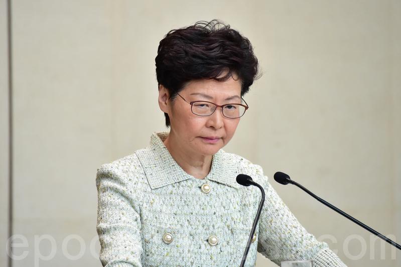 林鄭月娥昨日在行政會議前召開記者會,她仍堅持《禁蒙面法》可起阻嚇作用,拒絕撤回。(郭威利/大紀元)