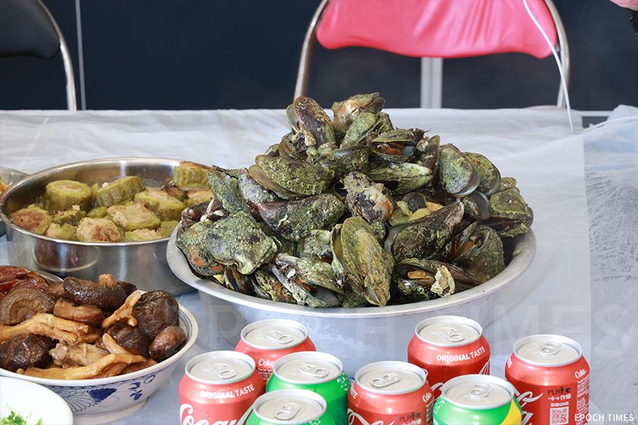 鴨洲附近海域的青口和珍珠蚌。(陳仲明/大紀元)