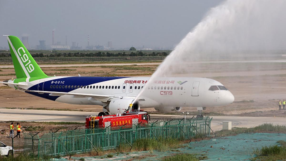 最新報告揭示,中共「國產客機」C919是通過網絡黑客和間諜活動偷竊技術研製的。(VCG)