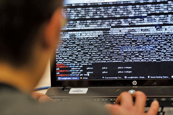 美國情報部門警告,中共間諜無所不在,手法超越過去的傳統間諜,令俄羅斯等國瞠乎其後。(AFP)