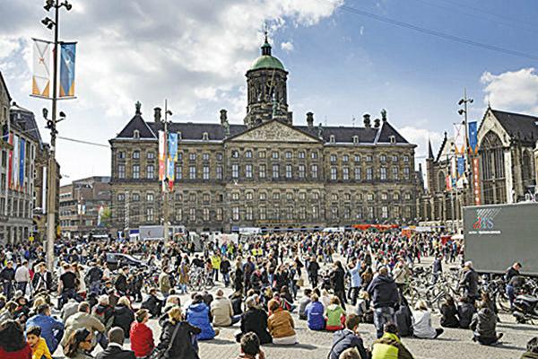 圖為荷蘭阿姆斯特丹的水壩廣場。(Getty Images)