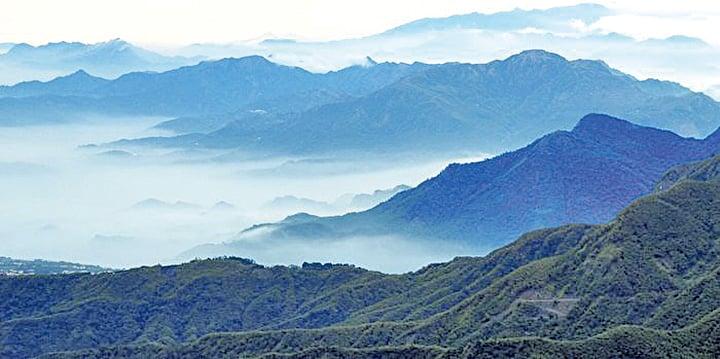 在大自然山林洗禮下,心可以放得很寬,思緒可以無拘無束自由翱翔。(杉林溪生態園區提供)