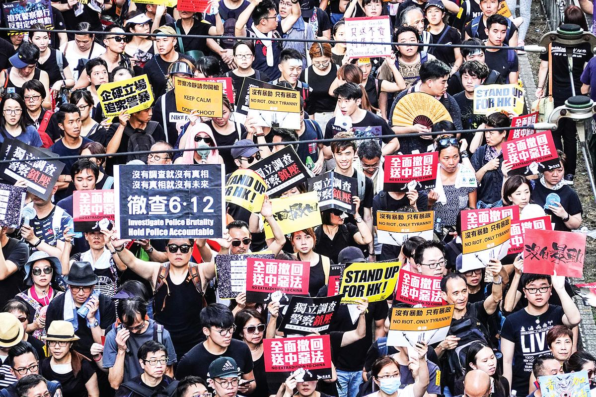7月1日,香港民眾再次走上街頭抗爭,震撼世界。(余鋼/大紀元)