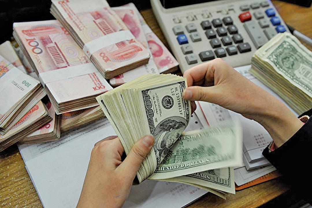 國際金融研究所(IIF)指出,上半年中國未列入官方紀錄的隱形資金外流總額高達1,310億美元。(大紀元質料室)