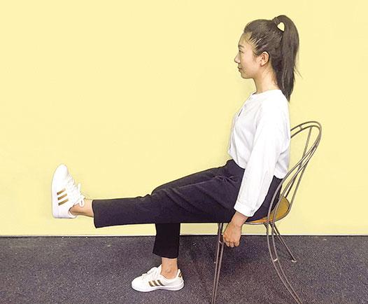 訓練股四頭肌肌肉的力量。(攝影柯弦)