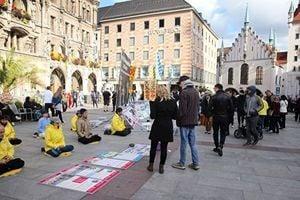 慕尼黑啤酒節 民眾聲援法輪功反迫害