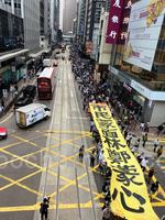 五區舉行快閃遊行 上班族:政府要認清誰才是「暴徒」