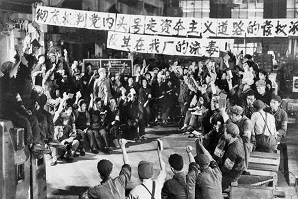 文革時期在毛的鼓動下「造反有理」的紅衛兵們。(網絡圖片)