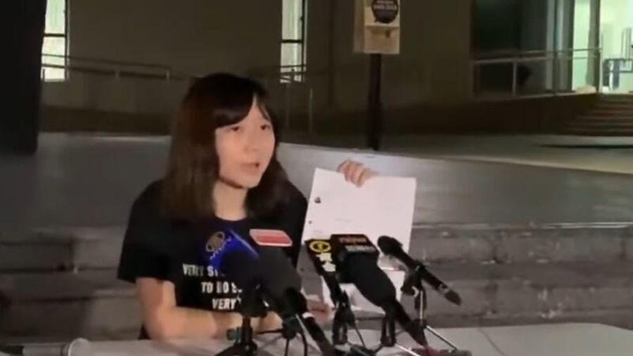 香港中文大學女生吳傲雪(Sonia)近日收到多封以簡體字書寫的恐嚇信及短消息,威脅她若再出面發聲,將綁架及輪姦她,信中甚至寫明「施暴計劃」。中大校長10月18日發表公開信,要求港府正視民意,公開真相。(影片截圖)