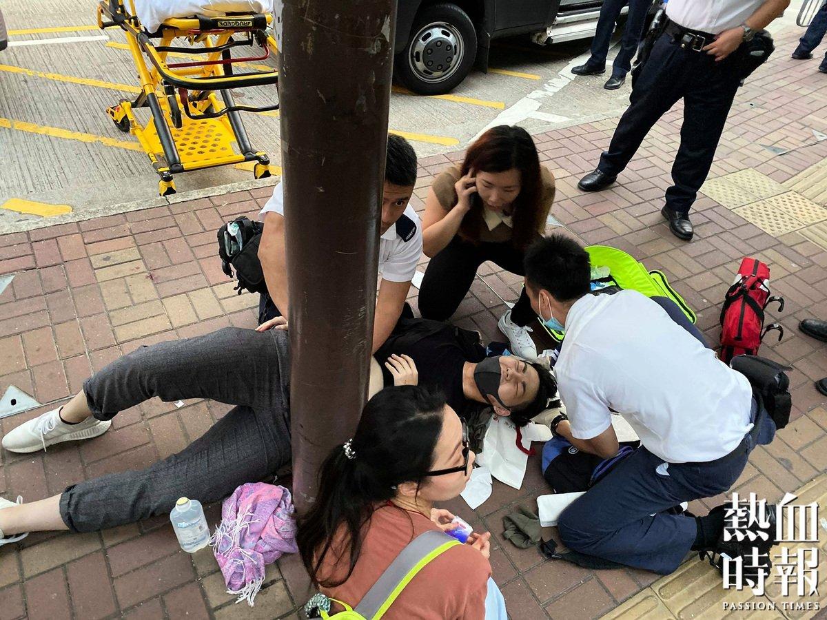 今日(19日)下午,在大埔連儂牆有街坊派發傳單時,被一名男子刺傷,腹部受傷至見腸。(圖片來源:熱血時報)