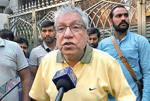 印度前商會主席 Mohan Chugani事後接受採訪時指,現場沒有抗爭者,質疑警察說:「 他們射來幹甚麼?」(梁珍/大紀元)