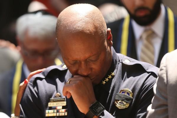 曾經歷椎心之痛 襲警案讓達拉斯警局長心碎