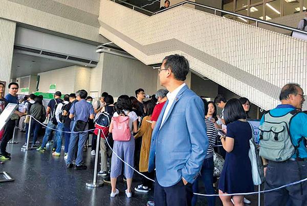 港大畢業生議會逾九成贊成票 通過促林鄭辭任校監