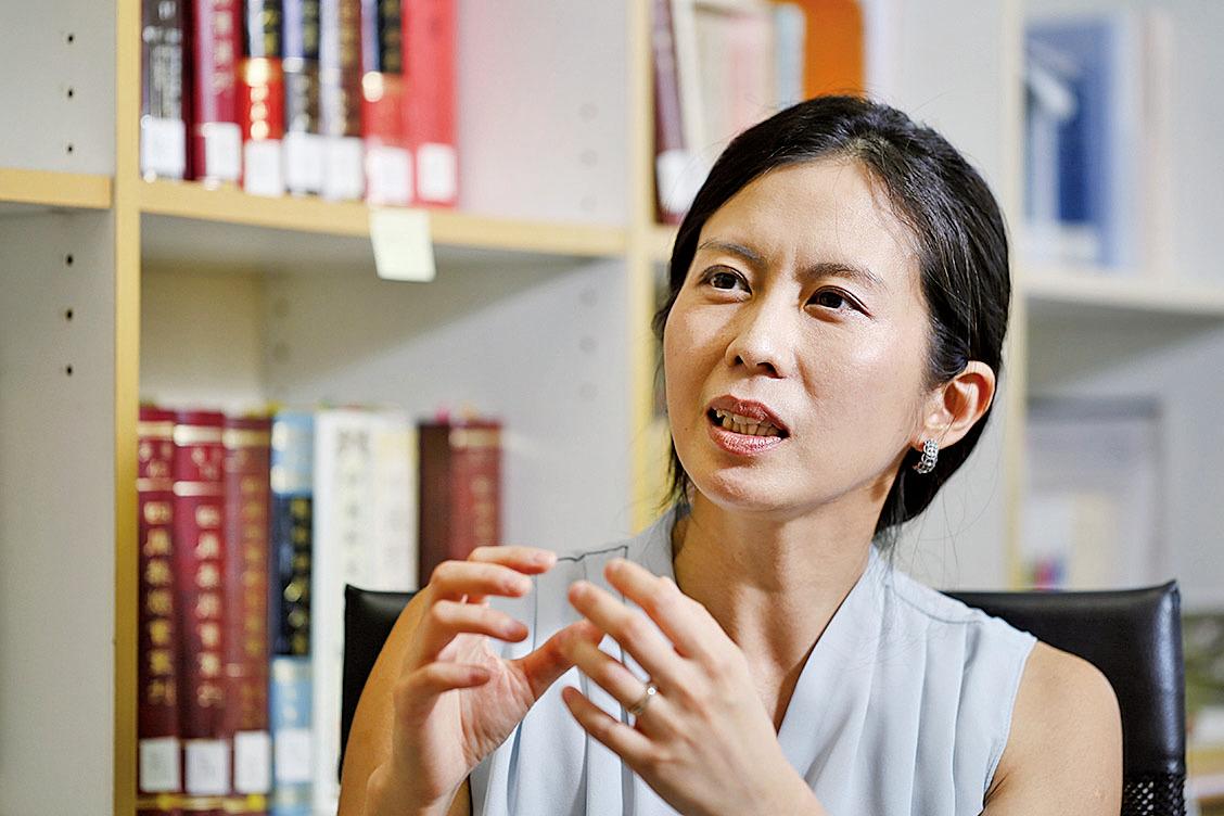 劉瓊雲表示:「在解讀文學作品時,因為我的初衷是想了解跟我不同的人和時代,我會盡可能地回到作者當時的文化和氛圍,去理解一部作品。」(攝影/張語辰)