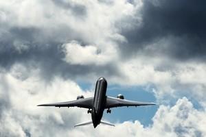 「垂直起飛」 波音787客機高空秀特技