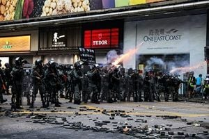 組圖:九龍區大遊行 港警瘋狂掃射催淚彈