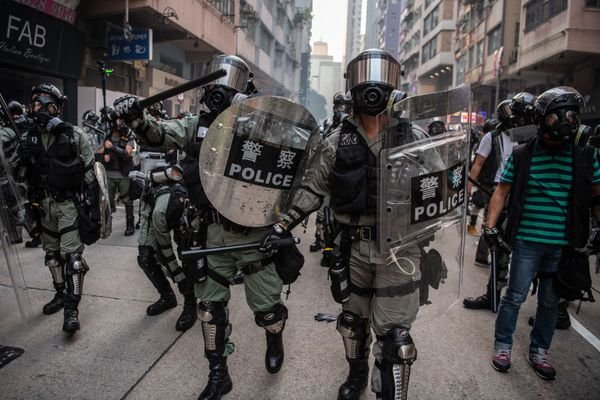 10月1日,數萬港警傾巢出動大抓捕。(Laurel Chor/Getty Images)