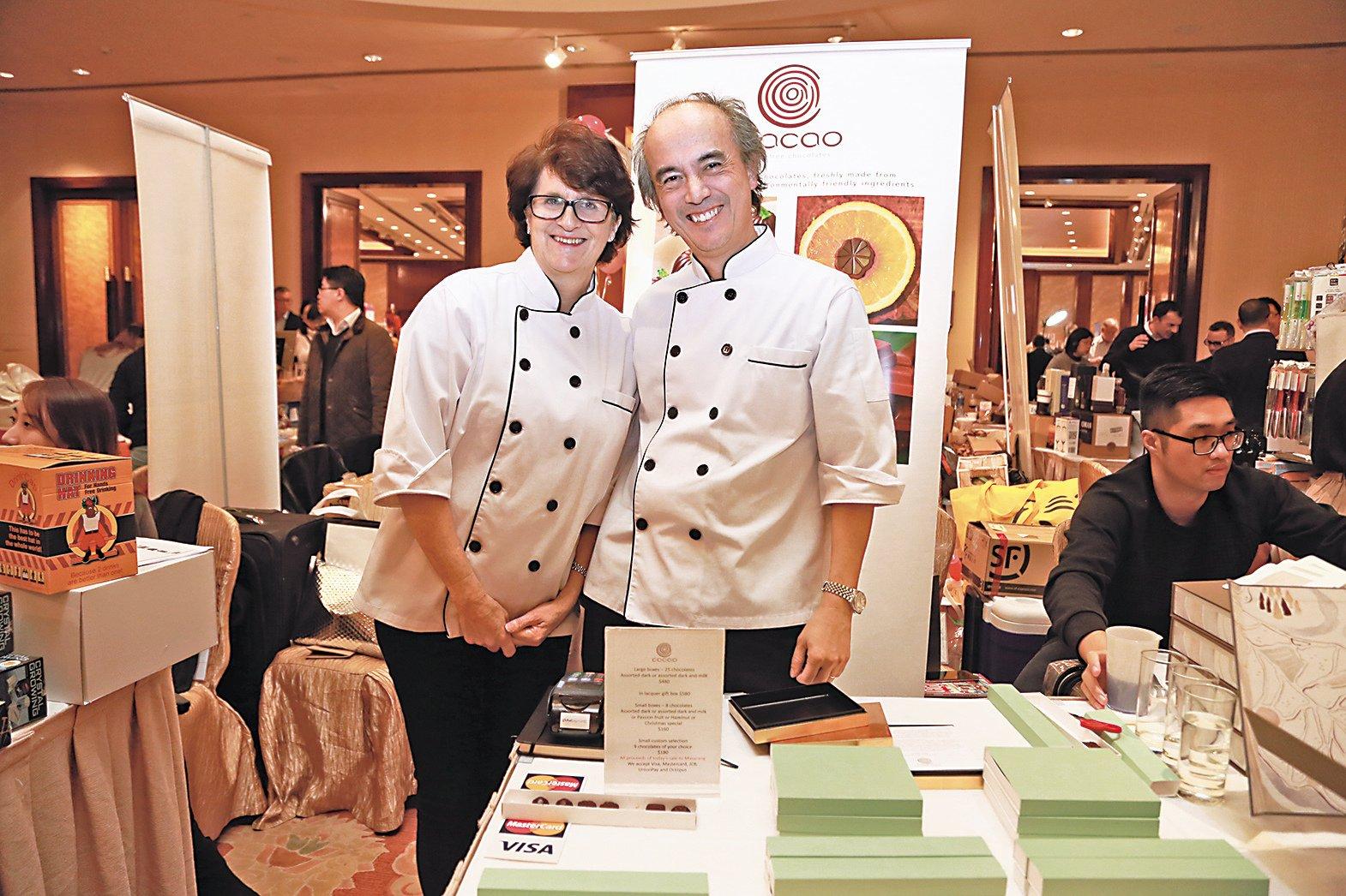 英國夫婦Carolyn(左)與Charles創辦Cacao公司,以家庭作坊的形式製作手工朱古力。