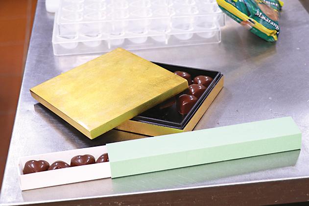 除了使用循環再造紙製成的包裝盒(下),更有選用天然物料製成的包裝盒(上),美觀耐用。