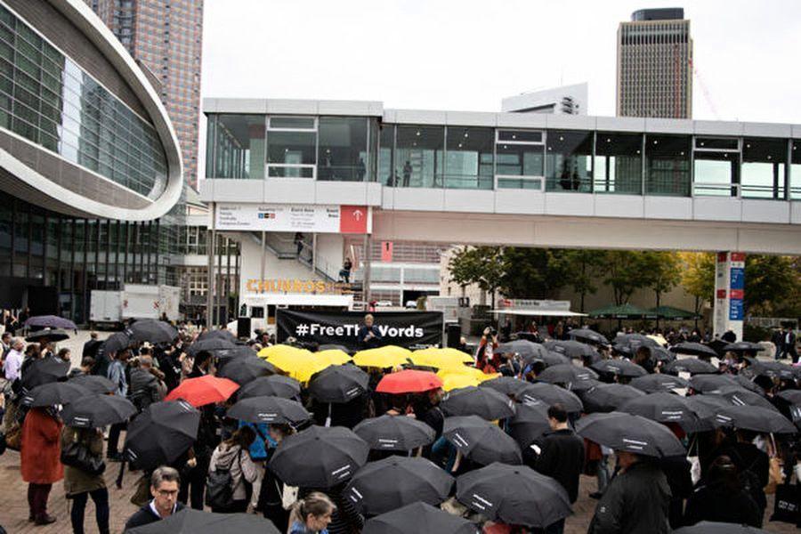 全球最大書展聲援香港 現撐傘集會