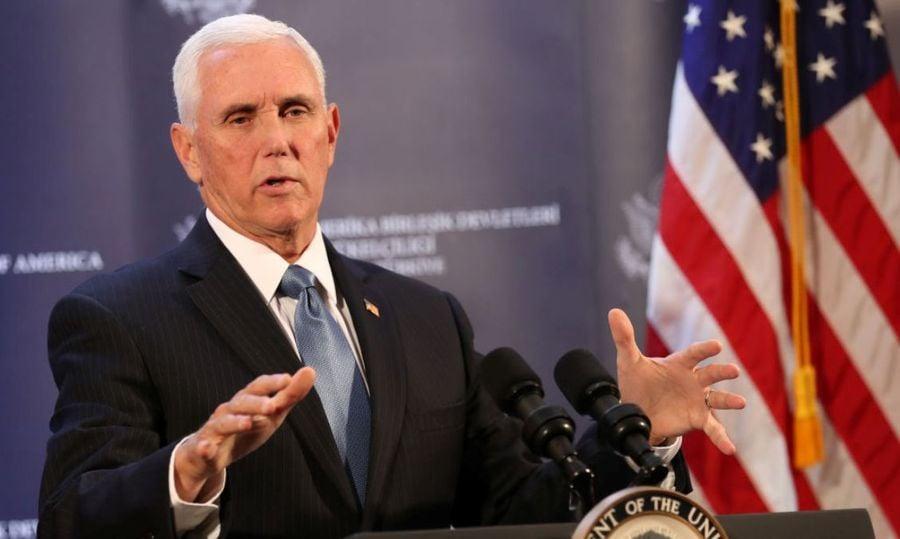 圖為美國副總統彭斯正在進行演講。(ADEM ALTAN/AFP via Getty Images)