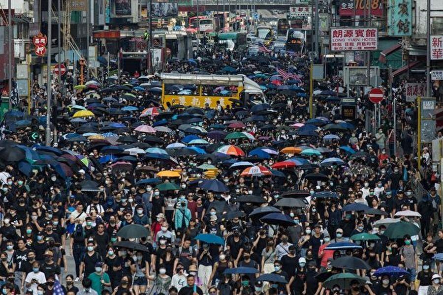 10月20日周日,香港民眾再次上街,發起題為「廢除惡法、獨立調查、重組警隊」九龍區大遊行。(PHILIP FONG/AFP via Getty Images)