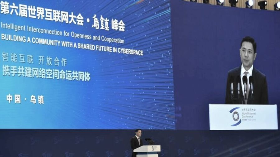 第6屆世界互聯網大會20日在中國烏鎮召開,來自80國的上萬人,仍需要翻牆,才能鏈接上海外網站。(HECTOR RETAMAL/AFP via Getty Images)