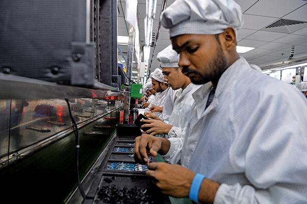 中美貿易戰促使全球供應鏈版圖調整,印度是貿易戰裏的勝利組,預計有高達110億美元資金流入。圖為示意照。(AFP)