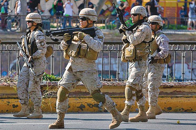 智利暴動延燒釀七死 軍隊進駐首都