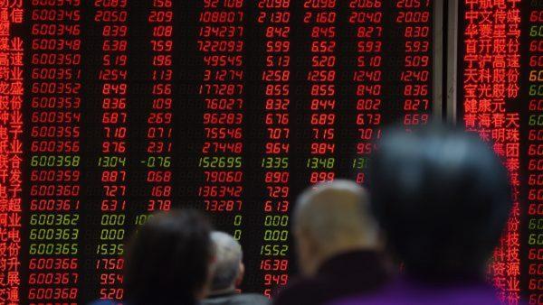 中國股市再現股災式暴跌,民眾的財富被當作韭菜般收割之際,不由得哀嘆:中國百姓到底何處可逃?(Getty Images)
