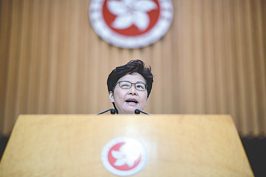 不久前人們還多認為林鄭在目前香港危機中是「身不由己」,但越來越多的跡象顯示她很可能和之前的梁振英一樣是香港的中共地下黨員。(AFP)