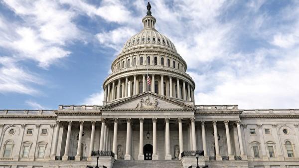 10月16日,美國眾議院一致通過《香港人權與民主法案》、《香港保護法》以及「與香港站在一起」決議案。(Samira Bouaou/The Epoch Times)