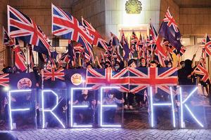 【圖片新聞】英駐港領館外 千人組人鏈