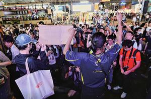 網民重慶大廈「和你唱」