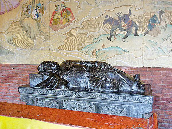 盧生臥像和描繪黃粱夢故事的壁畫(Fanghong/Wikimedia Commons)