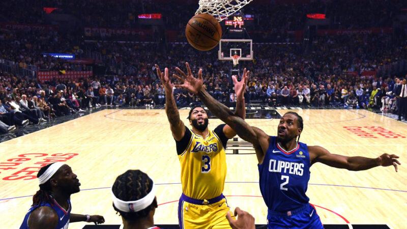 圖為2019年10月22日NBA洛杉磯快艇隊在加利福尼亞州洛杉磯的史泰博斯中心迎戰湖人隊。(Harry How/Getty Images)