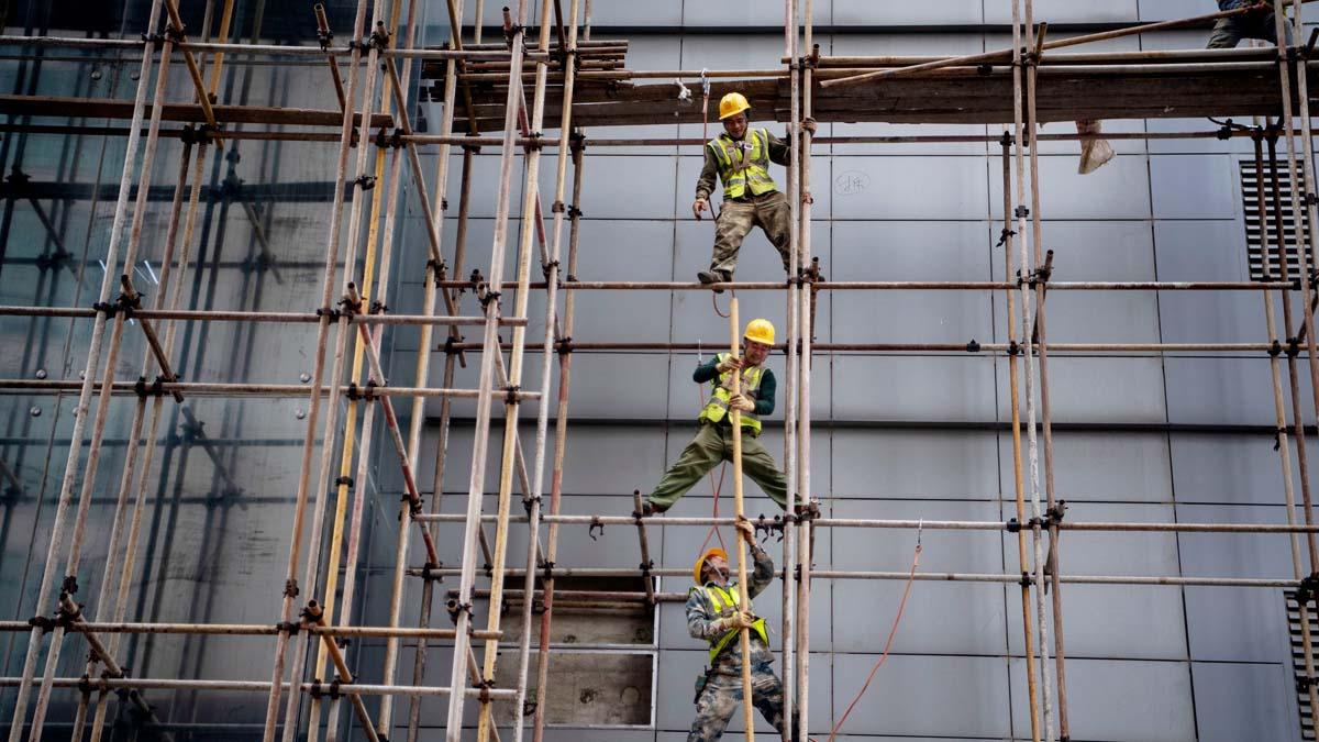 中共重會投資基建老路,專家指引鴆止渴。 (NOEL CELIS/AFP via Getty Images)