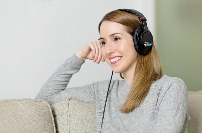 音樂在世界各地的人類文化表達中扮演著不可或缺的角色,它具有推動和激勵人們的獨特力量,此外據研究人員表示「音樂療法」甚至可能具有更多的能力。(Illustration –Pixabay)